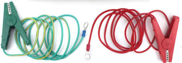 Красный зажим предназначен для подключения генератора электрических импульсов к проволочному заграждению, а зеленый — для его заземления
