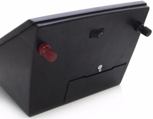 Кнопка включения прибора располагается на нижней стороне его корпуса
