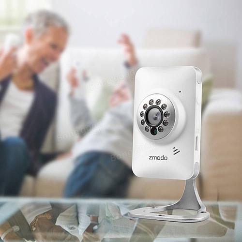 """IP-камера """"Zmodo IXС1D-WAC"""" имеет красивый внешний вид и прекрасно впишется в интерьер квартиры или офиса"""