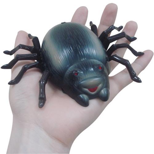 Антигравитационный р/у жук очень компактен — с ним удобно играть, его удобно хранить