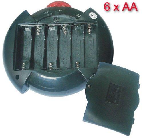 В пульте управления антигравитационного жука расположен отсек для стандартных пальчиковых батареек