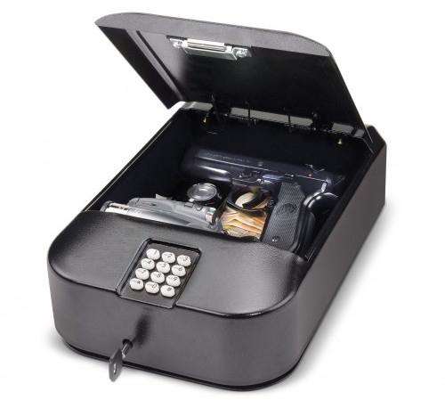 """Габариты сейфа """"Ospon 601"""" позволяют уложить в него деньги, ценные вещи и пистолет"""