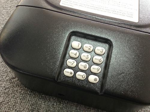 """Сейф """"Ospon 601"""" оснащен электронным кодовым замком"""