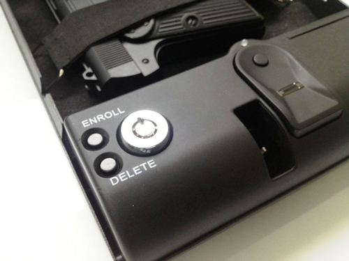 Клавиши для снятия отпечатков пальцев (доступны только после окрытия сейфа)