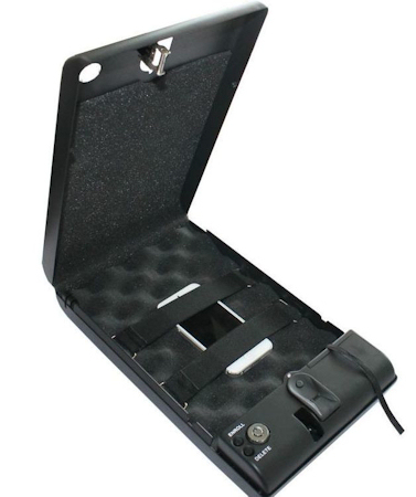 """Внутренняя поверхность сейфа """"Ospon 100B"""" имеет мягкую подкладку из поролона"""