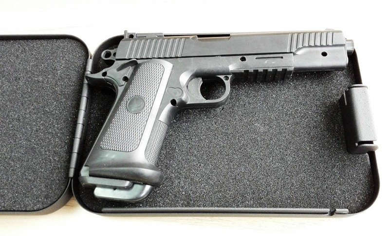 """Размеры автосейфа """"Ospon 300C"""" позволяют хранит в нем пистолет"""