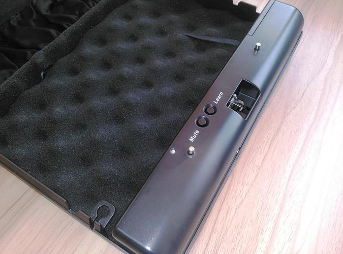 """Внутренняя поверхность сейфа """"Ospon 500SDT"""" имеет мягкую подкладку из поролона"""