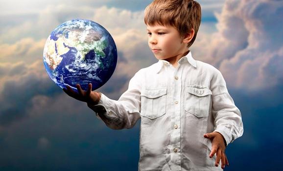 Земной шар огромен, но с дополнительным проекционным диском SITITEK кажется, что он совсем рядом и его даже можно потрогать (нажмите на фото для увеличения)