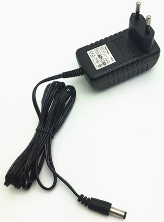 Сетевой адаптер имеет длинный кабель, что очень удобно, когда розетка находится на расстоянии
