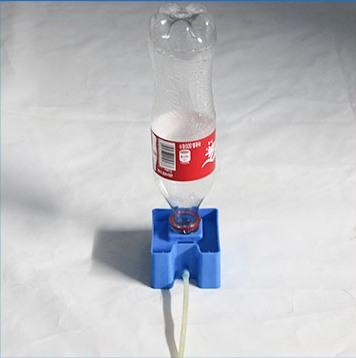 Автоматический долив воды в гидролоток осуществляется из обычной пластиковой бутылки