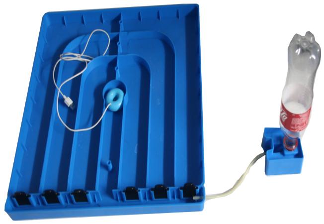 На фото показана автоматическая система долива воды (справа) и ультразвуковой увлажнитель (слева)