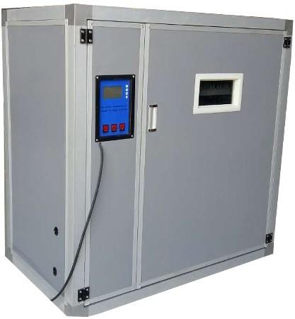 Внутреннего объема данного инкубатора достаточно для одновременного размещения до 880 куриных яиц