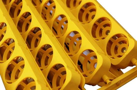 Данная модель имеет 32 лотка для яиц, размещенных на специальном поворотном механизме (нажмите на фото для увеличения)