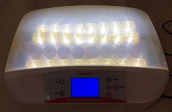 Нижняя подсветка обладает солидным запасом яркости  (нажмите на фото для увеличения)