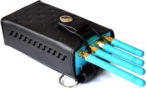 """Подавитель GPS """"Jammer GPS-12G"""" поставляется в кожаном чехле, который позволяет носить аппарат на ремне и не мешает управлению его функциями (увеличение по клику)"""
