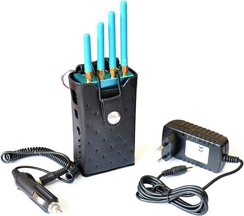 """Подавитель GPS """"Jammer GPS-12G"""" комплектуется двумя адаптерами: для питания от сети 220 В и бортовой сети автомобиля (увеличение по клику)"""