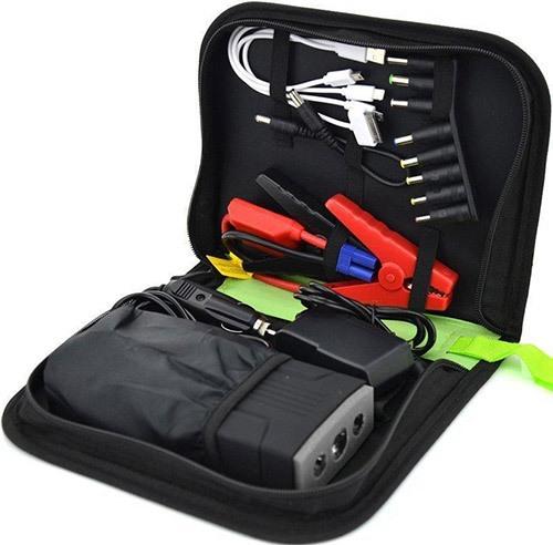 """Зарядное пусковое устройство """"JumpStarter A8"""" вместе со всеми переходниками и адаптерами очень удобно хранить и переносить в специальной сумке, которая идет в комплекте поставки"""