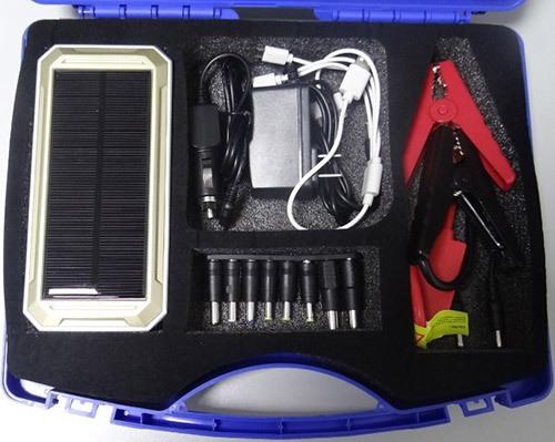 """Аппарат """"JumpStarter Solar"""" и все детали к нему имеют собственные ложементы в специальном кейсе"""