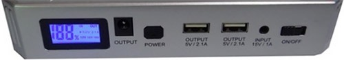 """Передняя панель пуско-зарядного устройства """"JumpStarter Solar"""" с разъемами и ЖК-экраном"""
