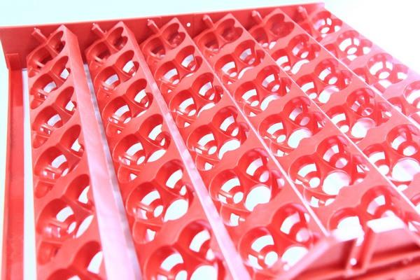 Универсальные лотки для яиц, как и обычные куриные, способны поворачиваться на угол 90° (на 45° влево и на 45° вправо)