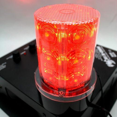 """Лампа-стробоскоп для QB-4 """"Strobe Light"""" крепится к отпугивателю при помощи магнитного фиксатора"""