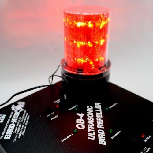 """Добавляя к ультразвуку световые вспышки, лампа-стробоскоп  """"Strobe Light"""" существенно повышает отпугивающий эффект"""