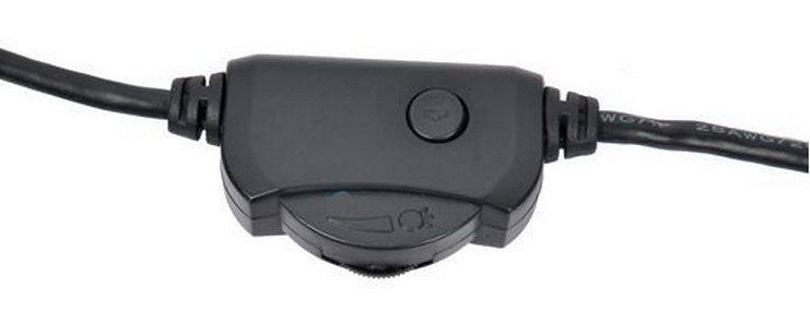 Мини-пульт позволяет регулировать яркость подсветки и делать фотоснимки