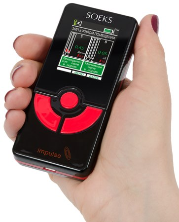 По своим габаритам детектор излучения практически не отличается от мобильного телефона