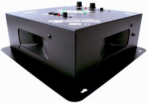"""Благодаря четырем излучателем отпугиватель """"QuadBlaster QB-4"""" имеет круговую диаграмму направленности"""