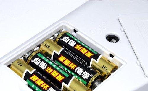 """Работает как от стационарной сети, так и от батареек """"АА"""""""
