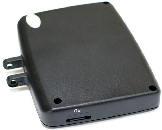 Сбоку на мониторе видеокамеры для рыбалки SITITEK FishCam-430 DVR есть слот под карту памяти