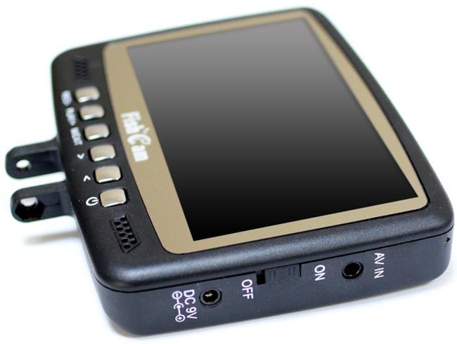 Переключатель off/on находится прямо под рукой — на боковой грани монитора видеокамеры для рыбалки SITITEK FishCam-430 DVR