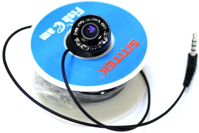 Комплектация видеокамеры включает фирменную катушку для кабеля