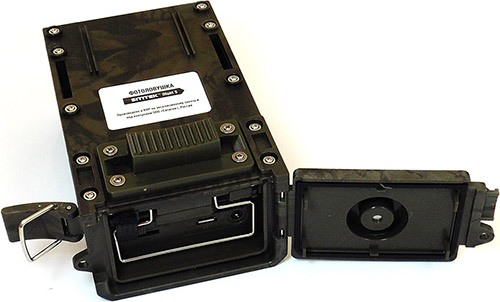 Слоты для sim-карты и флеш-памяти расположены под нижней крышкой аппарата (увеличение по нажатию)