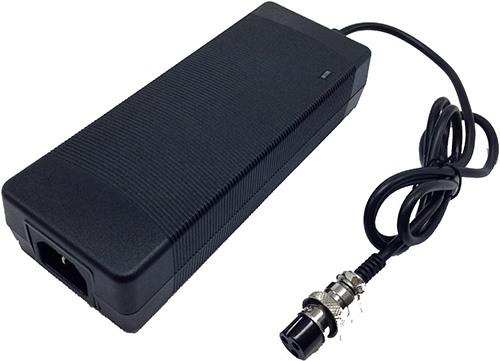 """Гироскутер """"SLX-001"""" укомплектован зарядным устройством для АКБ"""