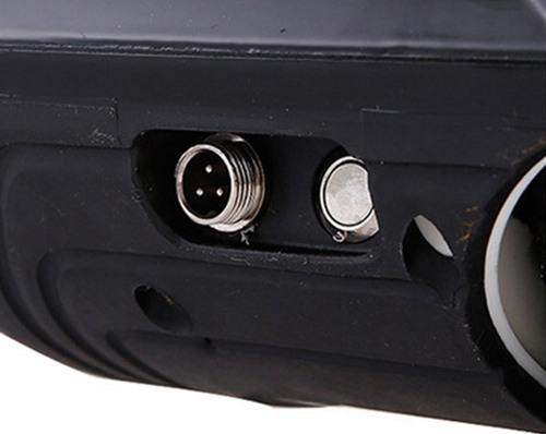 """На задней панели корпуса гироскутера """"SLX-003 Transformers + Music"""" расположена кнопка включения смартборда и гнездо для подключения зарядного устройства"""