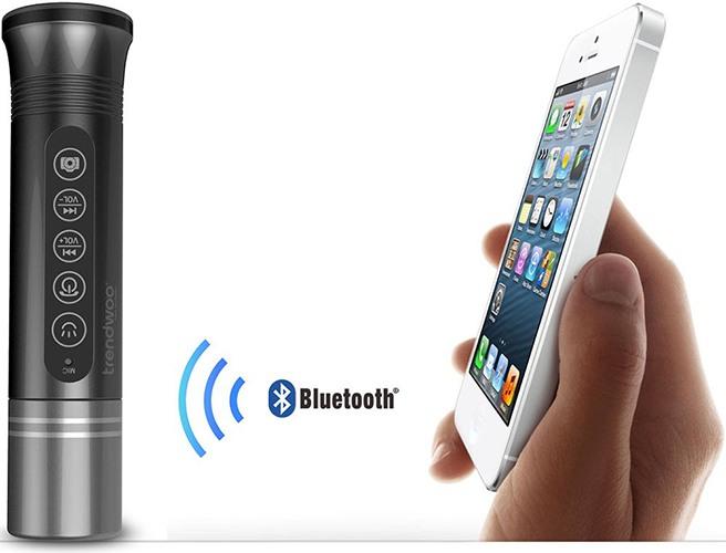 Колонка получает аудиосигнал со смартфона по беспроводному каналу, а затем воспроизводит его (нажмите на фото, чтобы увеличить)