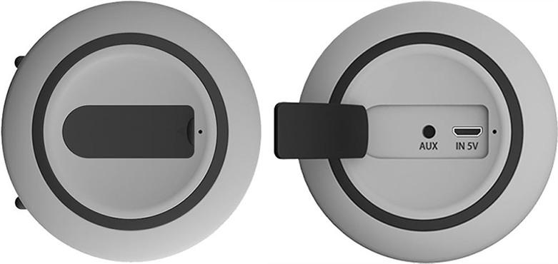 Для подключения колонки к устаревшим носителям аудиофайлов используется AUX-разъем 3,5 мм, защищенный от попадания влаги заглушкой (нажмите на фото, чтобы увеличить)
