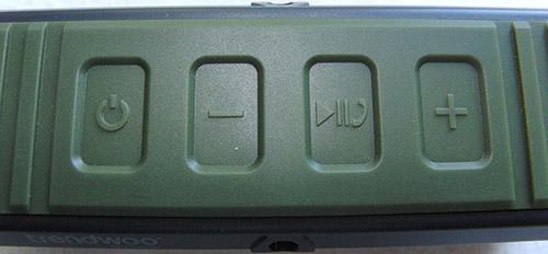 Синхронизация колонки с другими устройствами и управление её функциями производится клавишами, расположенными на верхней панели корпуса (нажмите на фото, чтобы увеличить)