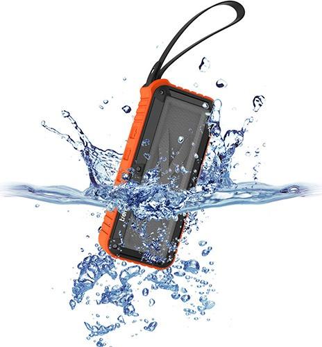 Благодаря практически герметичному корпусу, аппарат выдерживает кратковременное погружение в воду (нажмите на фото, чтобы увеличить)