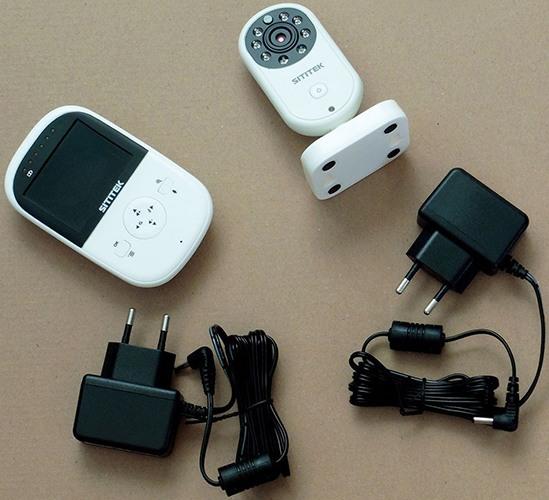 Система укомплектована двумя адаптерами для питания обоих блоков от сети 220 В (увеличение по нажатию)