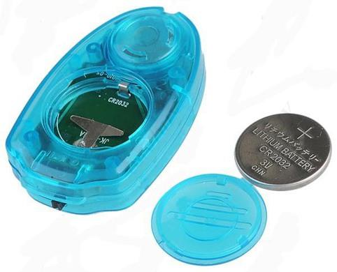 """""""Комарин-Брелок Magnet"""" работает от одной батарейки типа CR2032: ее заряда хватает примерно на 25-30 дней работы в режиме отпугивания или на 10 часов непрерывной работы в режиме фонарика"""