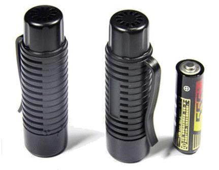 Оцените компактные размеры отпугивателя комаров Комарин – Брелок Лайт ML-430 — он всего лишь чуть больше батарейки