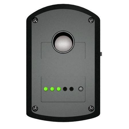 """Задняя панель """"BugHunter Dvideo"""": вверху находится экран объектива, ниже — светодиодные индикаторы режима работы и уровня зарядки аккумулятора. Справа от светодиодов — кнопка вкл./выкл., переключения режимов работы"""
