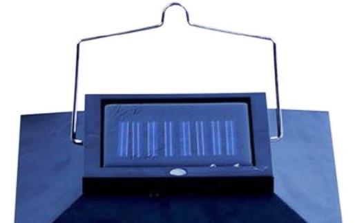 Солнечная батарея на верхней крышке корпуса уничтожителя насекомых Садовый