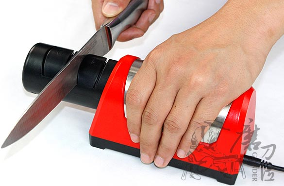 """Затачивание ножей станком """"TAIDEA 1030"""" не требует серьезных навыков"""