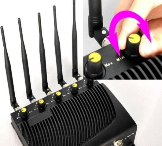 """Ручки регулировки мощности в подавителе связи """"BlackHunter 4GПРО"""" обеспечивают плавную настройку дальности подавления отдельных диапазонов частот"""