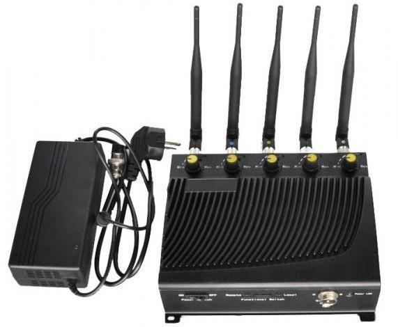 """Подавитель связи """"BlackHunter 4GПРО"""" работает от внешнего сетевого адаптера"""