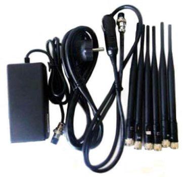 Помимо антенн в комплект входят автомобильный и сетевой адаптеры