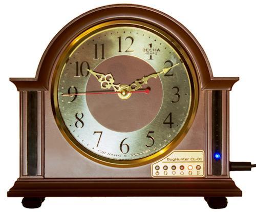 Детектор жучков и скрытых камер БагХантер CL-01 изготовлен в стильном и прочном корпусе, закамуфлированном под обычные настольные часы